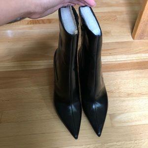 Nine West black leather heeled booths